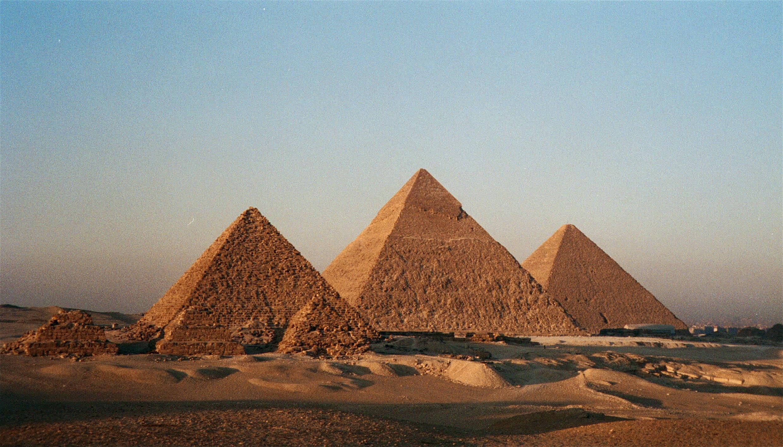 egyptcairogizathepyramids1bg.jpg